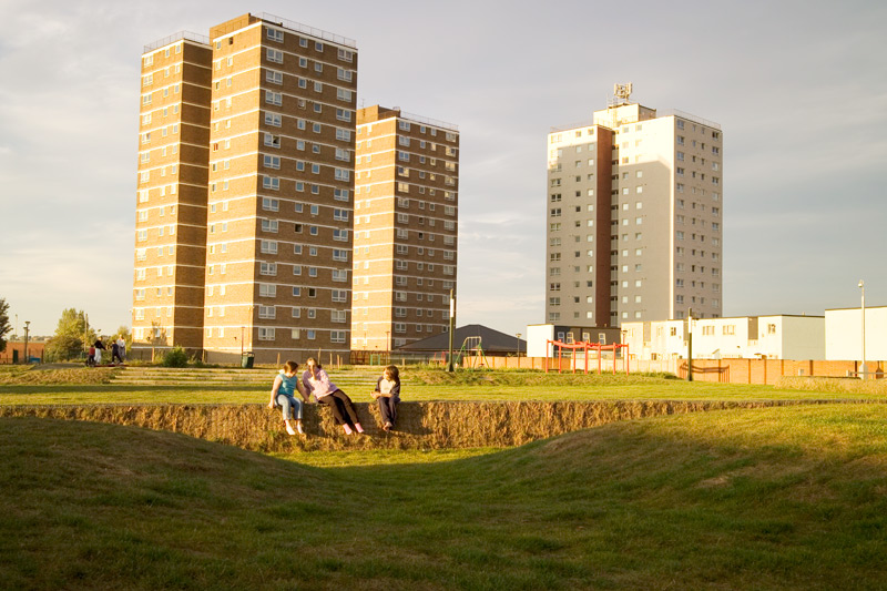 A landscape project developed with the residents of a housing estate in Tilbury to develop a community garden. The garden acknowledges and makes space for the diverse and contradictory demands made on limited space.